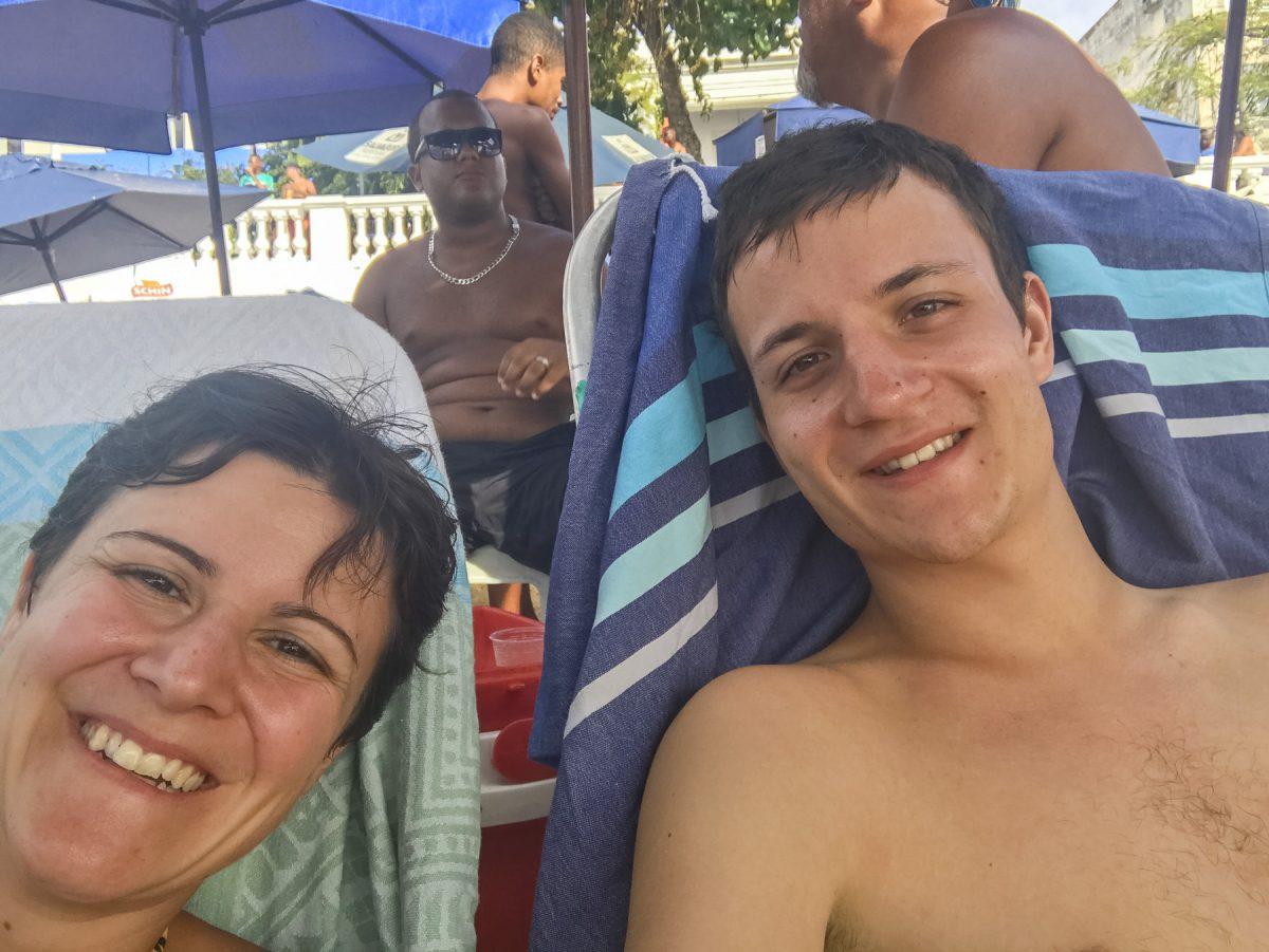 Auf einem Liegestuhl am Strand Barra