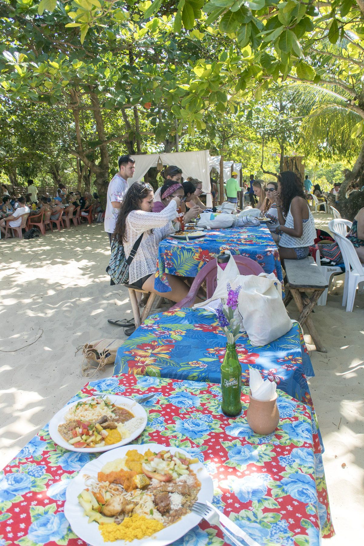 Mittagessen auf der Ilha de Itaparcia