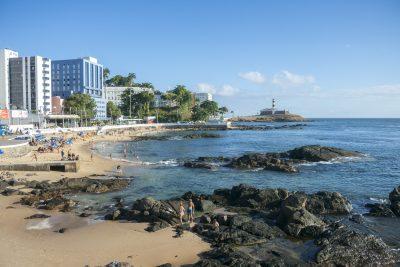 Leuchtturm und Strand, Barra, Salvador