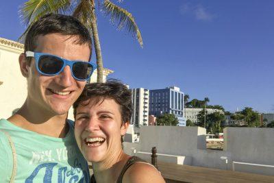 Michael und Marina am Strand in Barra, Salvador