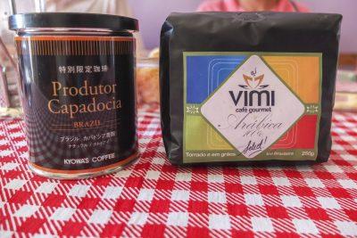 Der Kaffee wird sogar nach Japan exportiert (links)