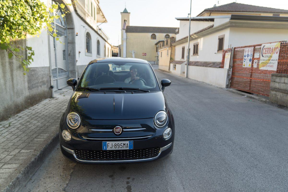 Mit einem neuen Fiat 500 in Italien