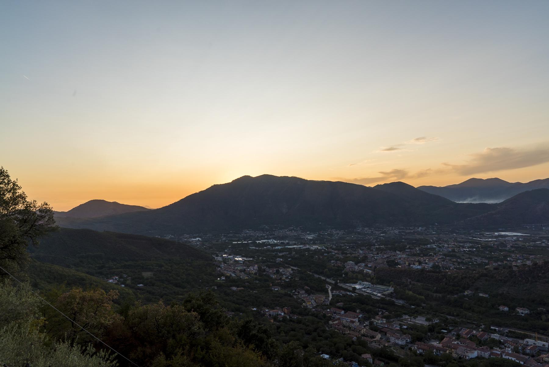 Schöne Aussicht beim Sonnenuntergang von der Incoronata aus